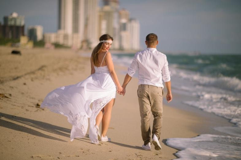 tengerparti esküvői frizura, férfi tengerparti esküvői ruha, tengerparti esküvői képek, tengerparti esküvőre ruha