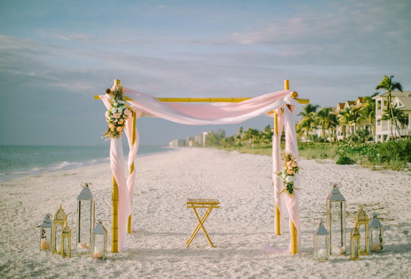 esküvői dekoráció tengerparton